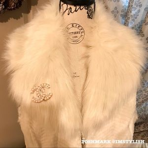 Guess Jackets & Coats - 🆕 SALE! Guess Faux Fur Sleeveless Gabby Vest